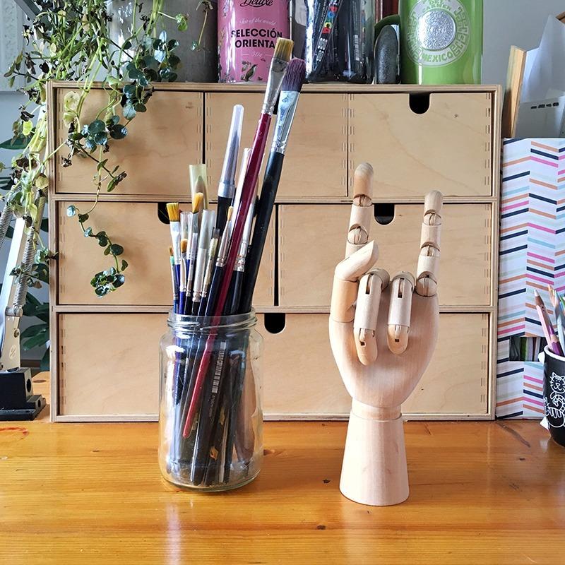material de ilustración, material que utiliza un ilustrador, material de bellas artes, acuarelas, pinceles de acuarela,