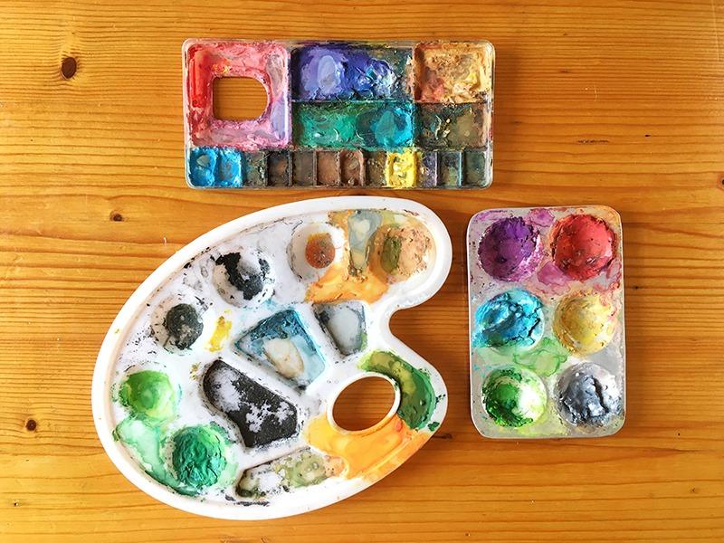 material de ilustración, material que utiliza un ilustrador, material de bellas artes, gouache, paleta de mezclar pintura, paleta de pintor,